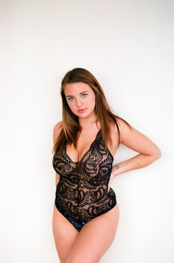 Kendra Rowe  nackt